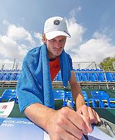 Moscow, Russia, 13 th July, 2016, Tennis,  Davis Cup Russia-Netherlands, Training Dutch team, Wesley Koolhof signing autographes on posters i<br /> Photo: Henk Koster/tennisimages.com