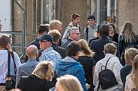 Bundesinnenminister Lothar de Maiziere besucht die Stasi-Gedenkstaette in Berlin-Hohenschoenhausen.<br /> Am Montag den 4. September 2017 besuchte der Bundesinnenminister die Stasi-Gedenkstaette in Berlin-Hohenschoenhausen. Er wurde am Eingangstor vom Gedenkstaettendirektor Hubertus Knabe begruesst und besichtigte im Anschluss das ehemalige Kellergefaengniss des sowjetischen und des DDR-Staatssicherheitsdienstes. Danach nahm er an einem Schuelerseminar zum Thema Linksextremismus mit einer Gruppe Schuelerinnen und Schueler der 9. und 10. Klasse der Gesamtschule Obersberg aus Bad Hersfeld teil.<br /> 4.9.2017, Berlin<br /> Copyright: Christian-Ditsch.de<br /> [Inhaltsveraendernde Manipulation des Fotos nur nach ausdruecklicher Genehmigung des Fotografen. Vereinbarungen ueber Abtretung von Persoenlichkeitsrechten/Model Release der abgebildeten Person/Personen liegen nicht vor. NO MODEL RELEASE! Nur fuer Redaktionelle Zwecke. Don't publish without copyright Christian-Ditsch.de, Veroeffentlichung nur mit Fotografennennung, sowie gegen Honorar, MwSt. und Beleg. Konto: I N G - D i B a, IBAN DE58500105175400192269, BIC INGDDEFFXXX, Kontakt: post@christian-ditsch.de<br /> Bei der Bearbeitung der Dateiinformationen darf die Urheberkennzeichnung in den EXIF- und  IPTC-Daten nicht entfernt werden, diese sind in digitalen Medien nach §95c UrhG rechtlich geschuetzt. Der Urhebervermerk wird gemaess §13 UrhG verlangt.]