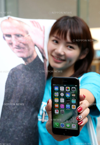 September 16, 2016, Tokyo, Japan ? A customer shows the newly purchased Apple's iPhone 7 at an Apple store in Tokyo on Friday, September 16, 2016. Apple launched the new iPhone 7 and 7 Plus on Japanese market.   (Photo by Yoshio Tsunoda/AFLO) LWX -ytd-