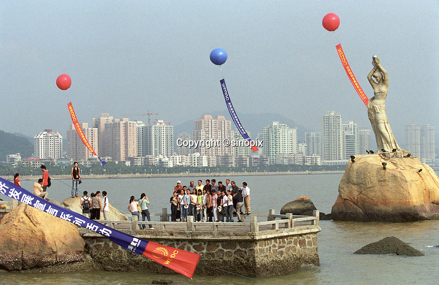 Tourists at Zhuhai seaside resort, China..03-OCT-03