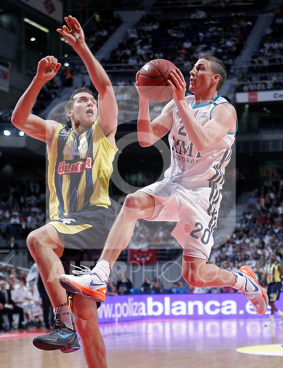 Real Madrid's Jaycee Carroll (r) and Fenerbahce Ulker Istanbul's Bojan Bogdanovic during Euroleague 2012/2013 match.November 30,2012. (ALTERPHOTOS/Acero)