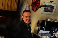 Firenze.Florence..Bat Box. Casette per pipistrelli..Firenze.Florence..Bat Box. Casette per pipistrelli. Il prof. Paolo Agnelli, responsabile del progetto del Museo di Storia Naturale dell'Università di Firenze....