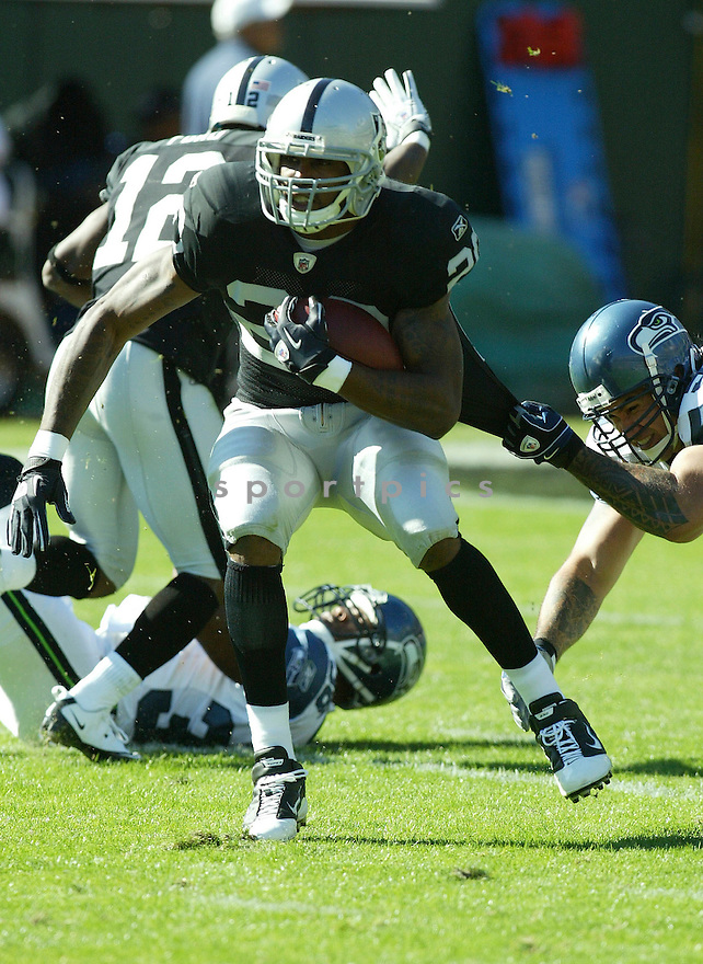 DARREN MCFADDEN, of the Oakland Raiders, in action during the Raiders  game against the Seattle Seahawks on October 31, 2010 at Oakland-Alameda County Coliseum in Oakland, California.  .The Raiders beat the Seahawks 33-3...