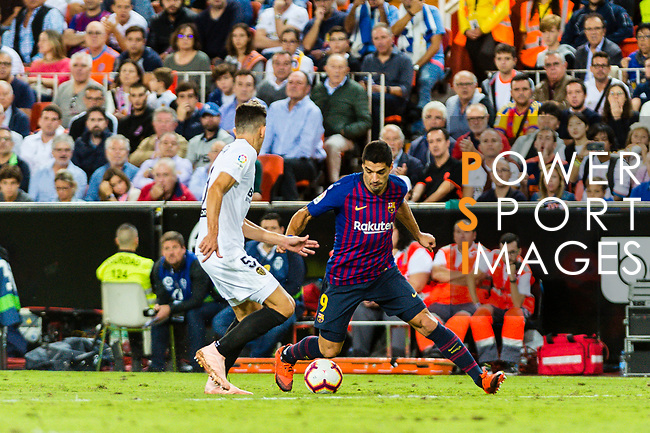 Luis Suarez of FC Barcelona (R) in action during their La Liga 2018-19 match between Valencia CF and FC Barcelona at Estadio de Mestalla on October 07 2018 in Valencia, Spain. Photo by Maria Jose Segovia Carmona / Power Sport Images