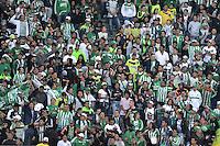BOGOTÁ -COLOMBIA, 07-05-2014. Aspecto de los hinchas de Nacional durante el encuentro de ida entre Independiente Santa Fe y Atlético Nacional por la semifinal de la Liga Postobón I 2014 jugado en el estadio Nemesio Camacho El Campín de la ciudad de Bogotá./ Aspect of the fans of Nacional during the first leg match between Independiente Santa Fe and Atletico Nacional for the semifinals of the Postobon League I 2014 played at Nemesio Camacho El Campin stadium in Bogotá city. Photo: VizzorImage/ Gabriel Aponte / Staff