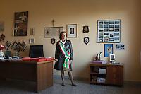 Maria Carmela Lanzetta neo ministro degli Affari Regionali.<br /> Dal 2006 al 2013 &egrave; stata sindaco di Monasterace, paese della Calabria. Nel Luglio del 2013 si &egrave; dimessa a causa delle difficolt&agrave; e per le continue minacce. La 'ndrangheta le ha bruciato la farmacia e sparato alle gomme dell'auto costringendola a vivere sotto scorta.<br /> <br /> Maria Carmela Lanzetta new Minister for regional affairs. <br /> 2006 to 2013 was mayor of Monasterace village in Calabria and was threatened by the Mafia