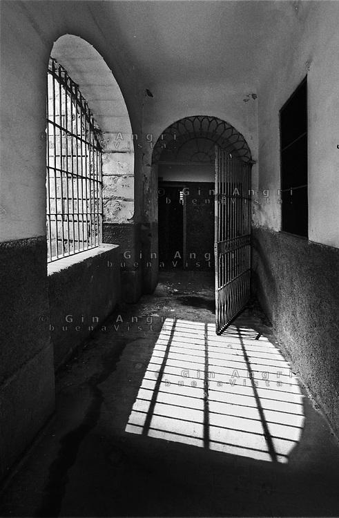 la grata d'ingresso dell'ex carcere san Donnino di Como