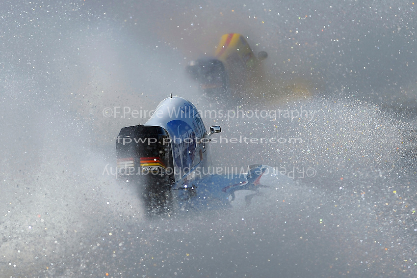 Brian Venton (#17) and Lynn Simberger (#72) race through the spray.    (Formula 1/F1/Champ class)