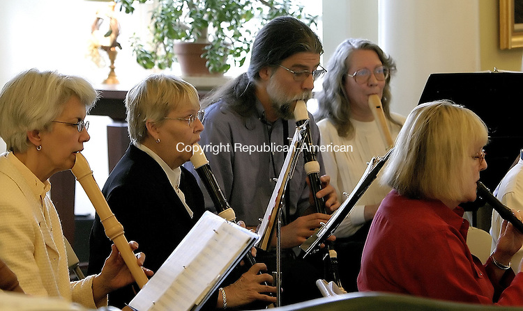 NEW HARTFORD, CT--24 APRIL 2005- 042405JS04-- Members of the Connecticut Recorder Orchestra perform during a concert Sunday at the Licia & Mason Beekley Community Library in New Hartford.--Jim Shannon Photo--Licia & Mason Beekley Community Library; New Hartford, Connecticut Recorder Orchestra are CQ