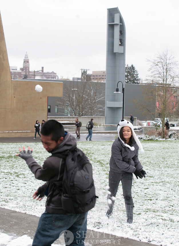 11222010- Seattle University, Snow on Campus, First dusting of the year, winter oasis