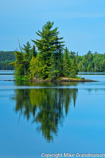 Island i Andy Lake<br /><br />Ontario<br />Canada
