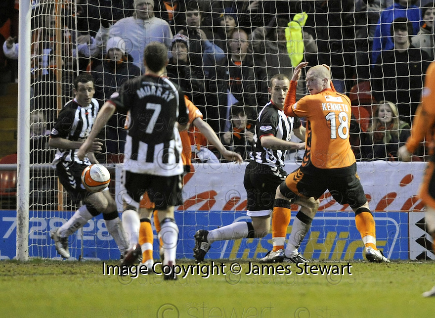 24/01/2009  Copyright Pic: James Stewart.File Name : sct_jspa23_dundee_utd_v_st_mirren.GARRY KENNETH LOOKS ON IN HORROR AS HIS SHOT IS CLEARED OFF THE LINE.James Stewart Photo Agency 19 Carronlea Drive, Falkirk. FK2 8DN      Vat Reg No. 607 6932 25.Studio      : +44 (0)1324 611191 .Mobile      : +44 (0)7721 416997.E-mail  :  jim@jspa.co.uk.If you require further information then contact Jim Stewart on any of the numbers above.........