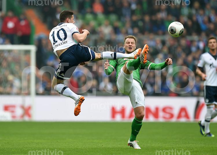 FUSSBALL   1. BUNDESLIGA   SAISON 2013/2014   29. SPIELTAG SV Werder Bremen - FC Schalke 04                       05.04.2014 Julian Draxler (li, FC Schalke 04) gegen Philipp Bargfrede (re, SV Werder Bremen)