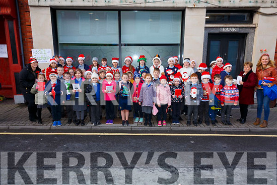 Pupils from Scoil Saidhbhín, brightened up the  streets of Cahersiveen on Friday with their Carol Singing.