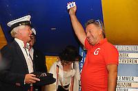 ZEILEN: GROU: 29-07-2016, SKS Skûtsjesilen loting Grou, Douwe Azn. Visser (Grou) trekt lot nummer 11 voor de wedstrijd bij De Veenhoop, ©foto Martin de Jong