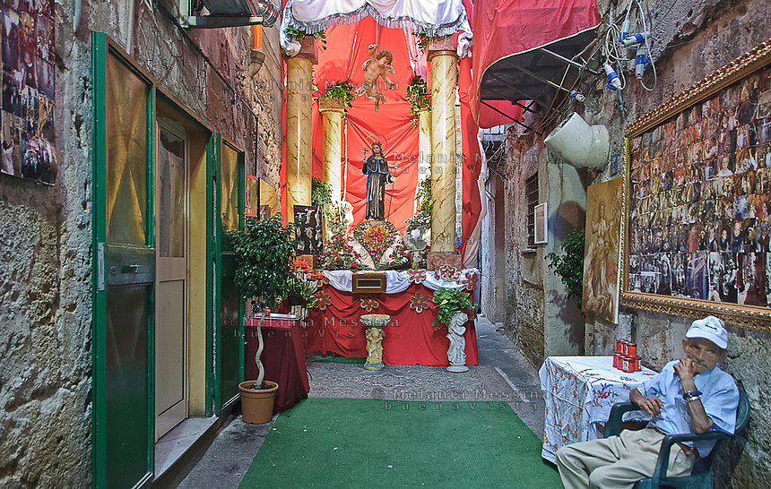 Celebration for the feast of Saint Rosalia in an alley of Palermo<br />