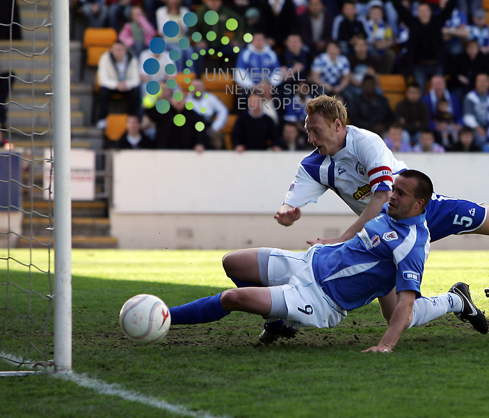 St Johnstone v Morton, McDiarmid Park, Perth - 02/05/2009.Irn-Bru Scottish Football League First Division  2008/09..St. Johnstone's Steven Milne and Morton's Stewart Greacen tussle over a ball that went wide.  Picture by John Cockburn/ Universal News & Sport (Scotland)