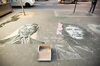 SAO PAULO, SP, 21.11.2014 - Retrato do guerrilheiro Che Guevara e do Nobel da Paz Nelson Mandela, feitos com giz, são vistos na calçada da venida Paulista, nesta sexta feira 21, feriado prolongado do Dia da Consciência Negra. ( Gabriel Soares/ Brazil Photo Press)