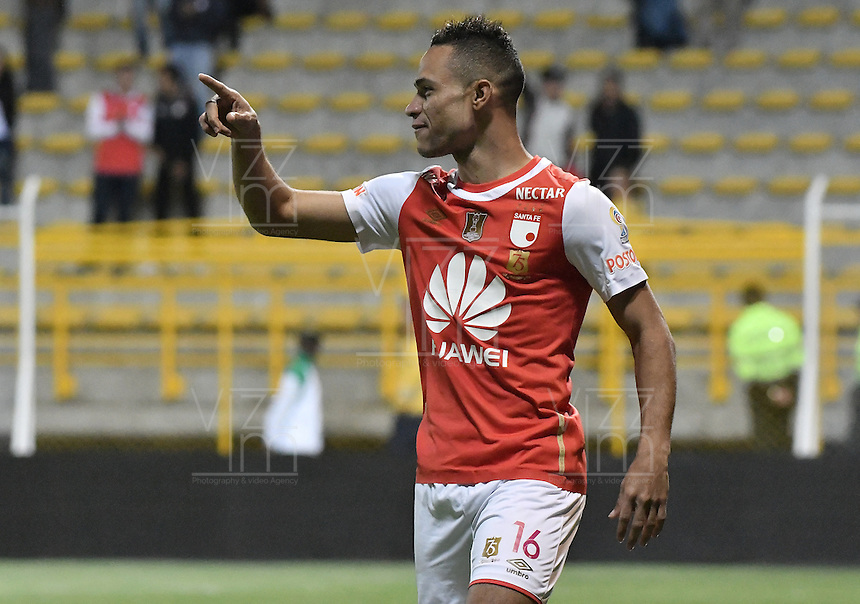 BOGOTÁ -COLOMBIA, 03-09-2016. Anderson Plata jugador de Santa Fe celebra después de anotar gol al La Equidad durante partido entre Independiente Santa Fe y La Equidad por la fecha 7 de la Liga Aguila II 2016 jugado en el estadio Metropolitano de Techo de la ciudad de Bogota.  / Anderson Plata player of Santa Fe celebrates after scoring a goal to La Equidad  during match between Independiente Santa Fe and La Equidad for the date 7 of the Liga Aguila II 2016 played at the Metropolitano de Techo Stadium in Bogota city. Photo: VizzorImage/ Gabriel Aponte / Staff