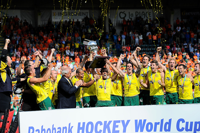 The Hague, Netherlands, June 15: Mark Knowles #9 of Australia holds up the World Cup Trophy and the Kookaburras celebrate the win of the second world cup in a row during the prize giving ceremony on June 15, 2014 during the World Cup 2014 at Kyocera Stadium in The Hague, Netherlands. (Photo by Dirk Markgraf / www.265-images.com) *** Local caption ***