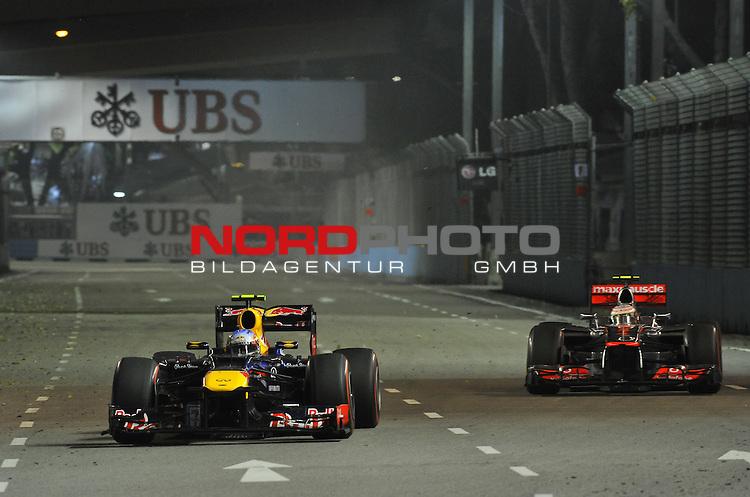 21.23.09.2012, Marina-Bay-Street-Circuit, Singapur, SIN, F1, Grosser Preis von Singapur, Singapur, im Bild Mark Webber (AUS), Red Bull Racing - Lewis Hamilton (GBR), McLaren F1 Team <br />  Foto &copy; nph / Mathis