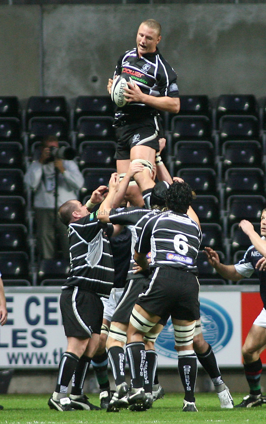 Photo: Rich Eaton...Ospreys v NEC Harlequins. Pre Season Friendly. 25/08/2006. Brent Cockbain of Ospreys wins line out ball