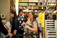 SAO PAULO, SP, 22.09.2014 - A cantora Pitty autografa o livro PITTY - Cronografia: Uma trajetória em fotos. Na Livraria Saraiva do Shopping Patio Paulista, na noite dessa segunda-feira, 22 (Gabriel Soares/ Brazil Photo Press)