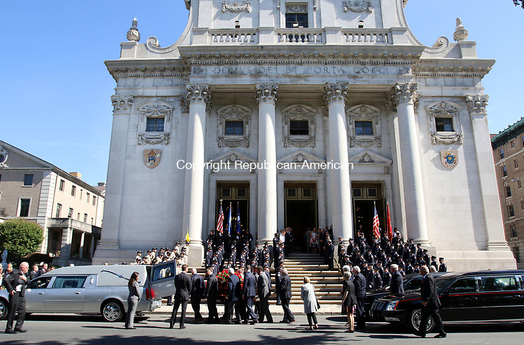 WATERBURY CT. 17 August 2017-081717SV01-The casket of former Mayor Edward &quot;Mike&quot; D. Bergin Jr. enters the Basilica of the Immaculate Conception during his funeral in Waterbury Thursday.<br /> Steven Valenti Republican-American