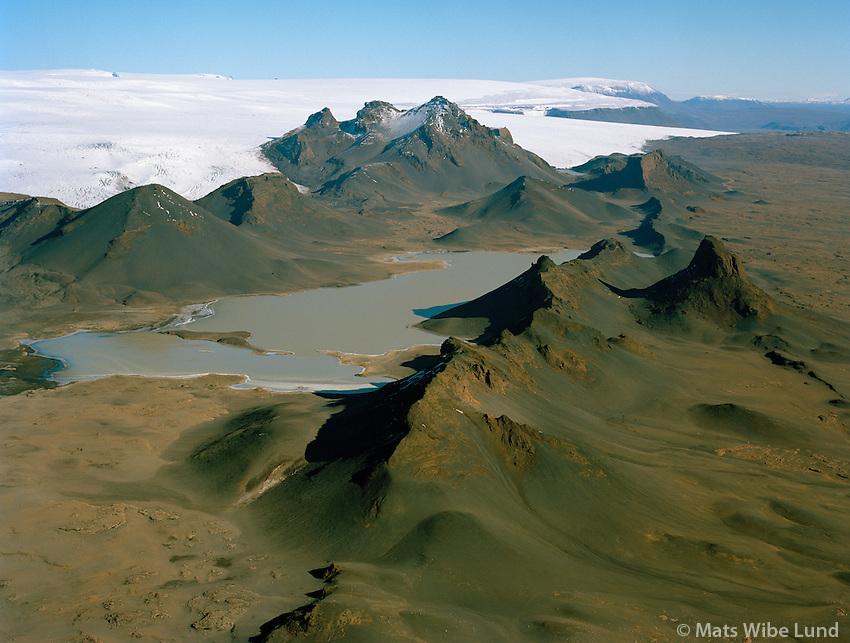 Jarlhettur og Langjökull séð til norðurs, Bláskógabyggð áður Biskupstungnahreppur /.Jarlhettur and Lanjokull glacier viewing north. Blaskogabyggd former Biskupstungnahreppur.