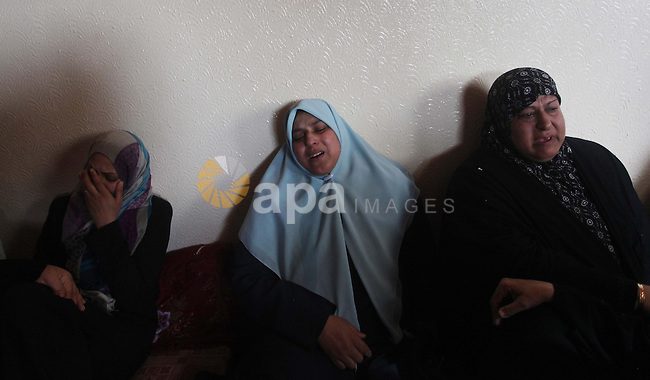 Relatives of Palestinian fisherman Tawfiq Abu Reyala, 34, whom medics said was killed by Israeli navy, mourn during his funeral at Shatti refugee camp in Gaza City March 7, 2015. The Israeli navy opened fire on boats off the coast of the Gaza Strip on Saturday, killing Abu Reyala, Gaza hospital officials said. Citing security concerns, Israel keeps a naval blockade on Gaza, which is ruled by the Islamist Hamas movement, and has designated a six nautical-mile fishing zone off the enclave's coast. An Israeli military spokeswoman said four vessels had strayed from the fishing zone and that the Israeli army opened fire after the boats did not heed calls to halt. Photo by Ashraf Amra