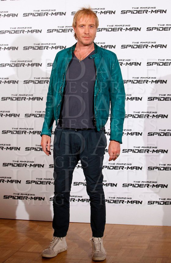"L'attore britannico Rhys Ifans posa durante il photocall per la presentazione del film ""The Amazing Spider-Man"" a Roma, 22 giugno 2012..British actor Rhys Ifans poses during the photocall for the presentation of the movie ""The Amazing Spider-Man"" in Rome, 22 june 2012..UPDATE IMAGES PRESS/Isabella Bonotto"