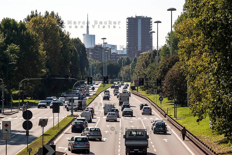 Milano, periferia Nord. Viale Enrico Fermi, ultimo tratto della superstrada da Meda --- Milan, north periphery. Enrico Fermi street, last stretch of the dual carriageway from Meda