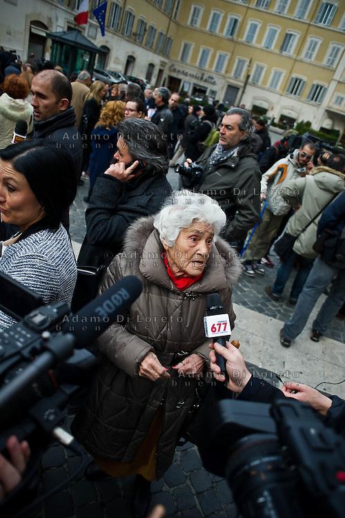 ROMA 15/03/2012: Inizia la XVII Legislatura della Repubblica Italiana. L'ingresso degli Onorevoli a Montecitorio. Nella foto la signora Nannarella  FOTO DI LORETO ADAMO