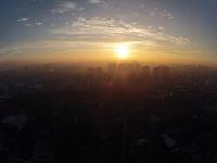 SAO PAULO, SP, 04/03/2013, CLIMA TEMPO. Manhã de sol na capital paulista, a temperatura sobe rapidamente  e pode chegar aos 30ºC. LUIZ GUARNIERI/ BRAZIL PHOTO PRESS.