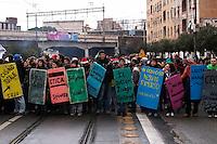 Roma 22  Dicembre 2010.Manifestazione dei studenti  per protestare contro la riforma Gelmini. I book-block.Rome 22 December 2010.Demonstration of l students to protest against the reform Gelmini..
