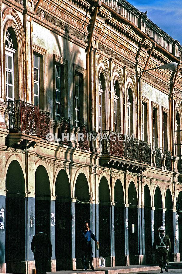 Fachadas da cidade de Cuenca. Equador. Foto de Juca Martins. Data: 1997.