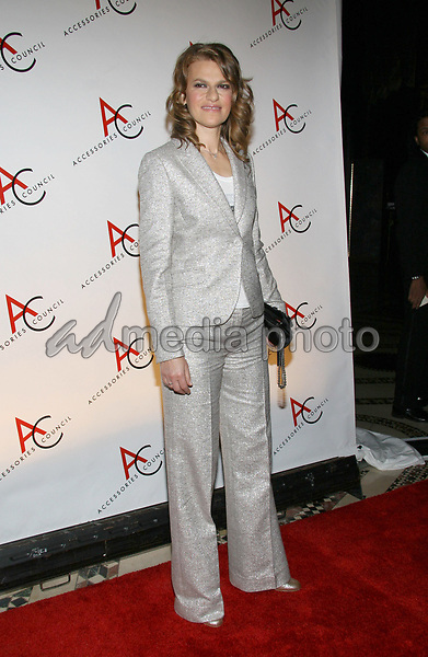 08 November 2005 - New York, NY - Sandra Bernhard at the 9th annual ACE Awards at Cipriani 42nd St.  Photo Credit Jackson Lee/Admedia