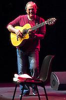 MADRI, ESPANHA, 23 JULHO 2012 - SHOW TOQUINHO EM MADRI - O cantor e compositor brasileiro Toquinho, durante apresentacao na noite desta segunda-feira no Teatro Circo Price em Madri na capital da Espanha. (FOTO: RICK BLANCO / ALFAQUI / BRAZIL PHOTO PRESS).