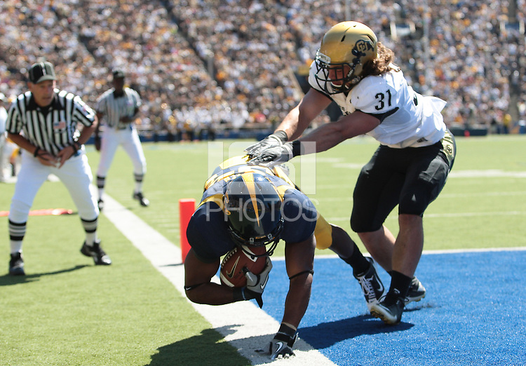Shane Vereen scores the touchdown against Jon Majors. The California Golden Bears defeated the Colorado Buffaloes 52-7 at Memorial Stadium in Berkeley, California on September 11th, 2010.
