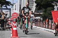 21.04.2019 - Movimentação na avenida Paulista em SP