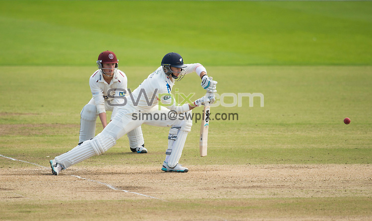 Picture by Allan McKenzie/SWpix.com - 26/09/2014 - Cricket - LV County Championship Div One - Yorkshire County Cricket Club v Somerset County Cricket Club - Headingley Cricket Ground, Leeds, England - Yorkshire's Joe Root plays forward.