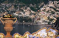 """Europe/Italie/Côte Amalfitaine/Campagnie/Positano : Depuis les terrasses de l'hôtel """"San Pietro"""" vue sur le village et la côte"""