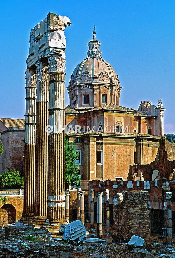 Ruinas do Fórum Imperial em Roma. Itália. 1998. Foto de Juca Martins.
