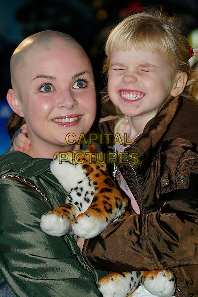 "GAIL PORTER & HONEY HIPGRAVE.At The European Film Premiere of ""Happy Feet"",.Empire Leicester Square, London, England,.November 26th 2006..half length mother daughter kid family bald toy tiger .CAP/DAR.©Darwin/Capital Pictures"
