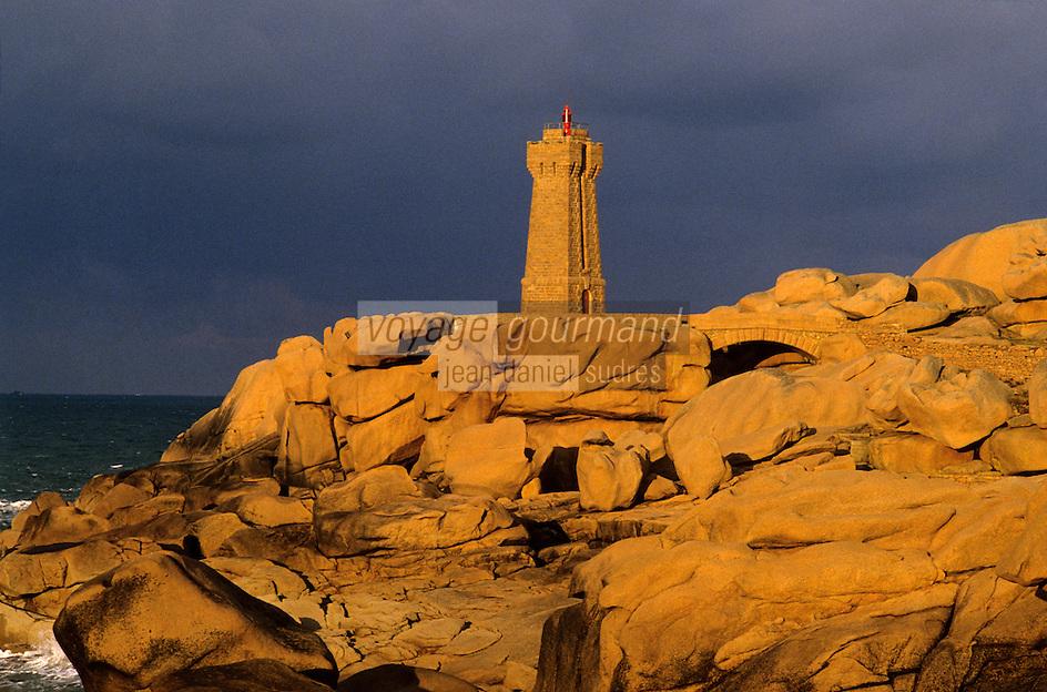 Europe/France/Bretagne/22/Côtes d'Armor/Ploumanac'h/La côte de granit rose: Le phare