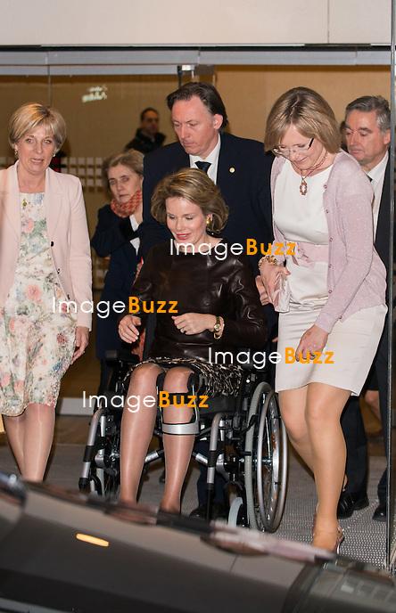 La reine Mathilde remet le &laquo; Womed Award &raquo;<br /> La reine Mathilde de Belgique bless&eacute;e au genou, assiste &agrave; la remise du Womed Award, d&eacute;cern&eacute; chaque ann&eacute;e par Markant, un r&eacute;seau de femmes actives et entrepreneurs et qui r&eacute;compense une femme entrepreneure ind&eacute;pendante.<br /> Square Brussels meeting center.<br /> Belgique, Bruxelles, 4 mars 2015.<br /> Queen Mathilde of Belgium with knee injury attends the ceremony of the Womed Award in Brussels.<br /> Belgium, Brussels, 4 March 2015.