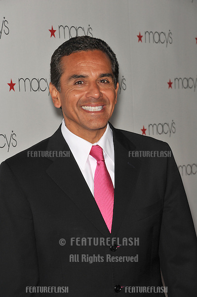 Los Angeles Mayor Antonio Villaraigosa at Macy's Passport Glamorama Fashion event at the Orpheum Theatre, Los Angeles..September 16, 2010  Los Angeles, CA.Picture: Paul Smith / Featureflash