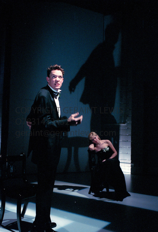 Bash by Neil LaBute   . With Matthew Lillard ,Mary McCormack at the Almeida  Theatre January 2000    CREDIT Geraint Lewis