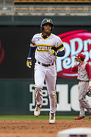 Johnny Slater (25) of the Michigan Wolverines runs during a 2015 Big Ten Conference Tournament game between the Michigan Wolverines and Indiana Hoosiers at Target Field on May 20, 2015 in Minneapolis, Minnesota. (Brace Hemmelgarn/Four Seam Images)