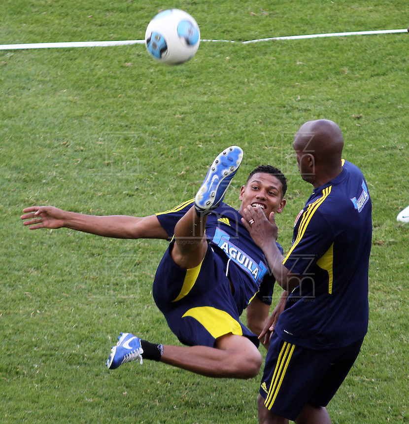 BOGOTA - COLOMBIA--31-05 -2013  . Alex Mejía  Última práctica de la selección Colombia de fútbol de mayores antes de su viaje a Buenos Aires para su  enfrentamiento con Argentina en el estadio El Campin  . (Foto: VizzorImage / Felipe Caicedo / Staff).. Last practice of selecting higher Colombia football before his trip to Buenos Aires for his clash with Argentina at El Campin<br /> VizzorImage / Felipe Caicedo / Staff